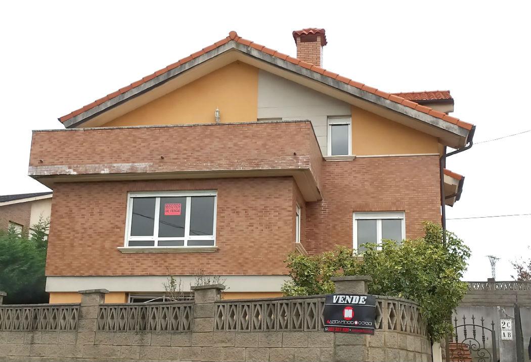 Se vende chalet independiente en urbanización Privada en Guarnizo.