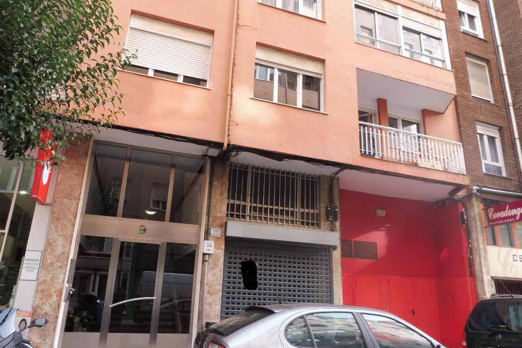 Se vende  local en Santander