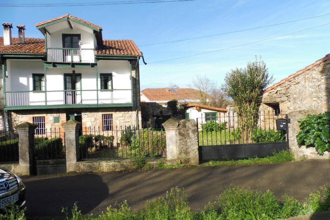 Se vende casa de estilo Montañés.